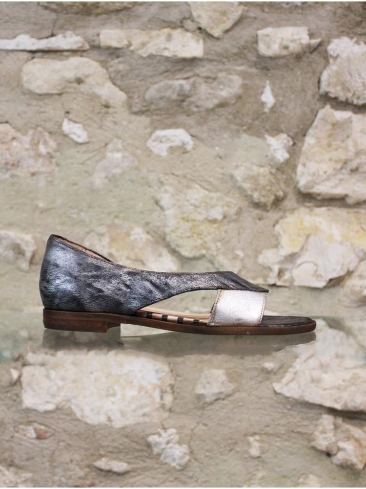 Sandale chic noire patinée et argentée