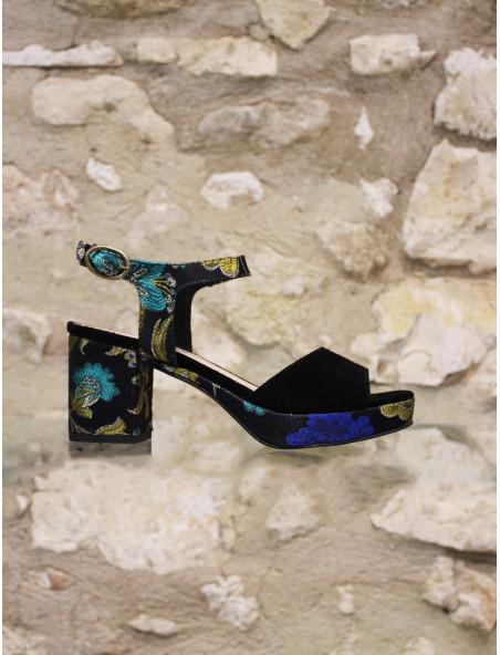 Sandale noire semelle japonisante.