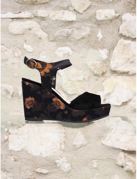Sandale à semelle compensée fleurie
