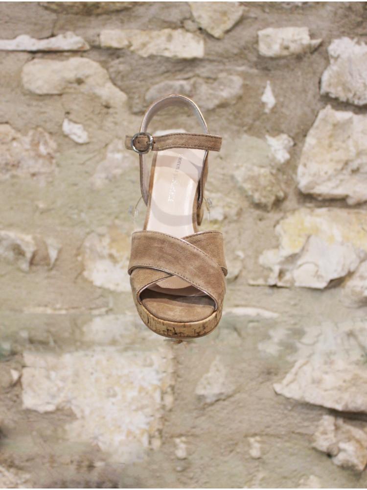 Sandale a talon semelle liège