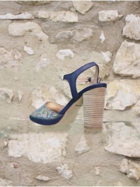 Sandale fleurie à talon haut