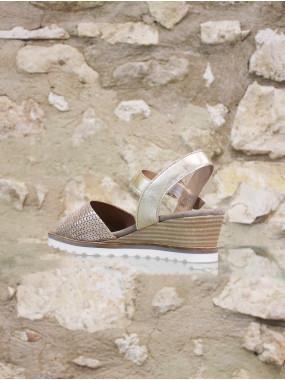 Etincelante sandale dorée