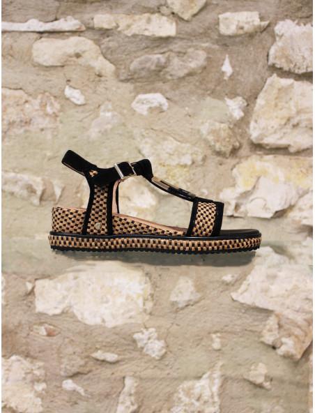 Sandale en cuir et toile brodée