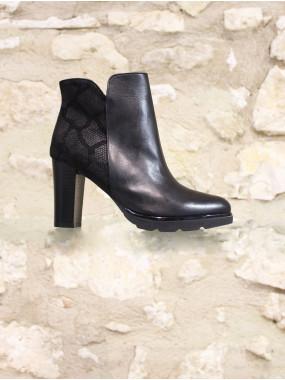 Boots a talon noire et reptile