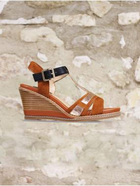 Sandale glamour sur semelle compensée