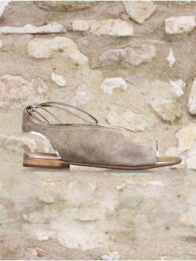 Sandale cuir velours kaki gansée d'un liseré doré