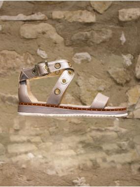 Sandales tout cuir beige irisé à œillets