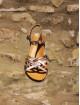Sandales à fines lanières irisée.