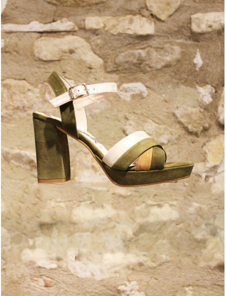 Nus pieds bi matières or camel kaki