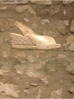 Nu-pieds en cuir doré sur compensé en corde
