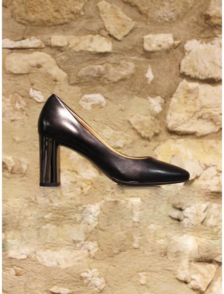 Escarpin en cuir noir lisse sur talon acier