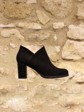 Boots a tige asymetrique