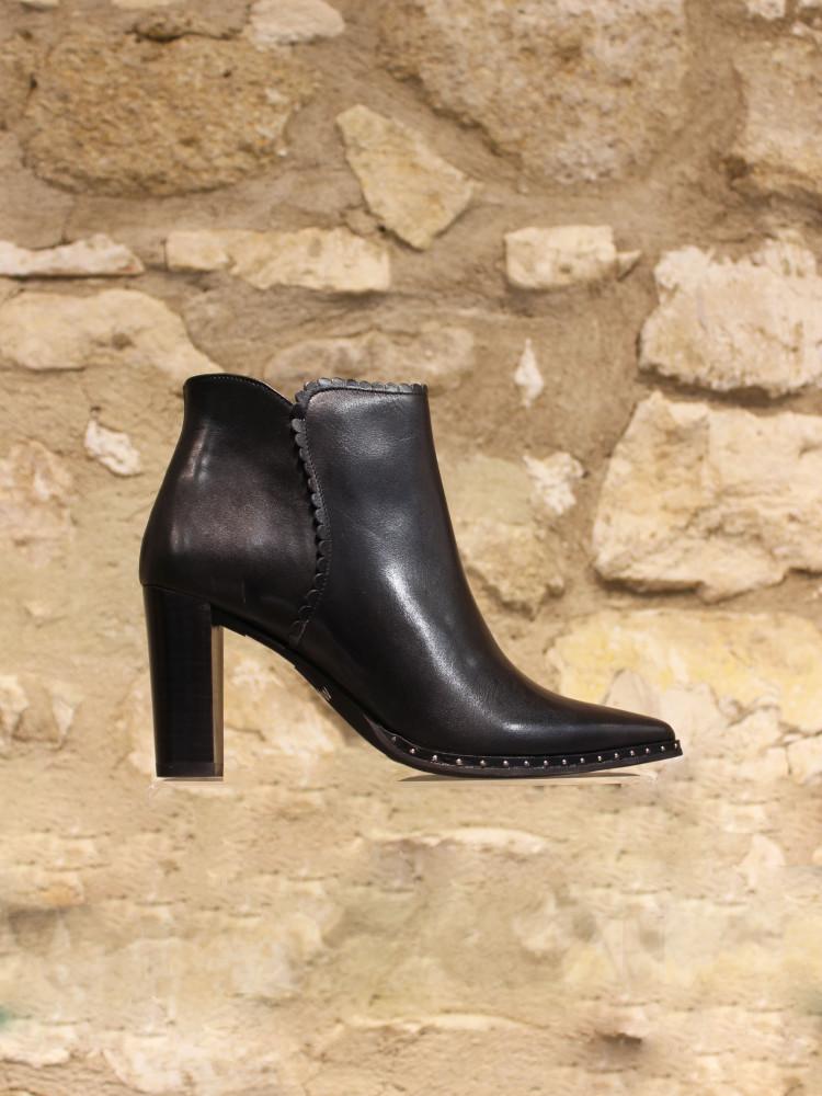 Low boots à dentelle