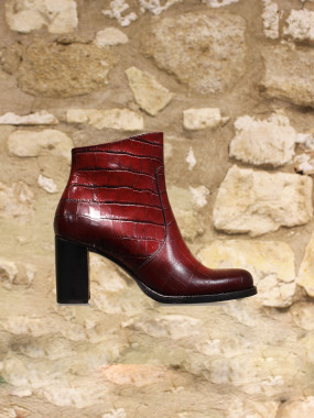 Bottine en cuir rouge croco