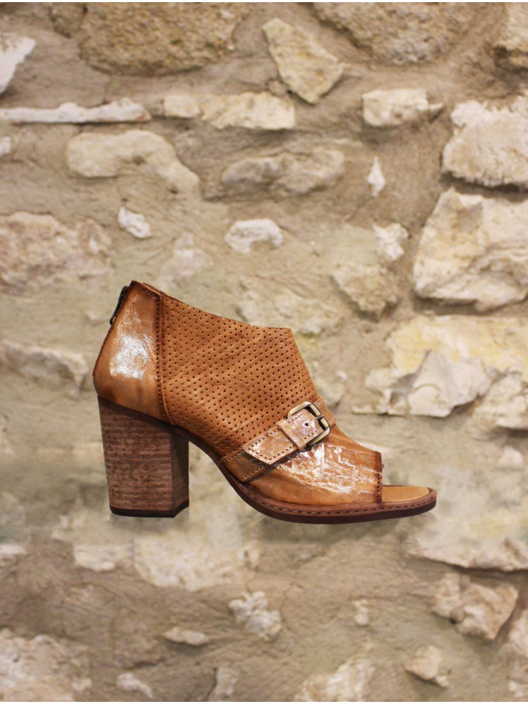 Low boots cuir naturel.