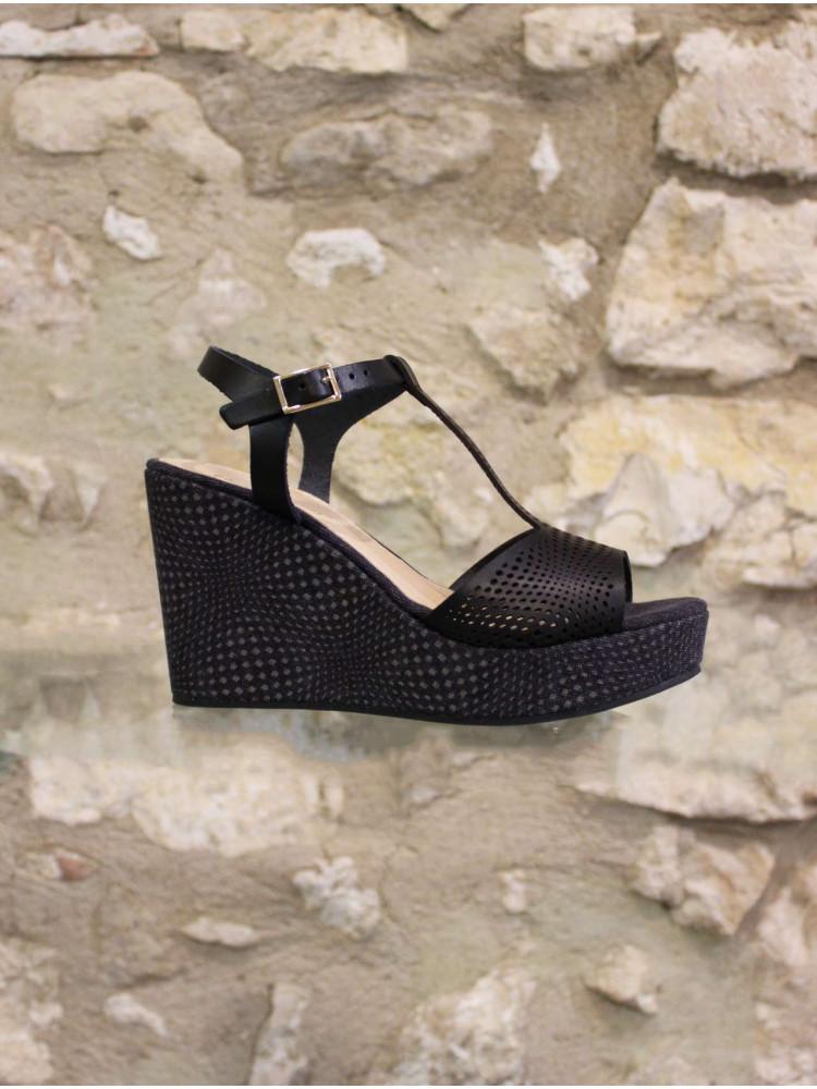 Sandale compensée ajourée